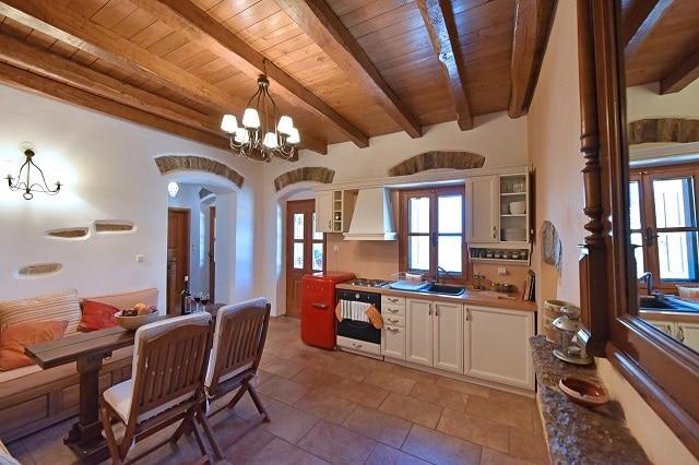 Η κουζίνα του Oliveland House στην Ικαρία