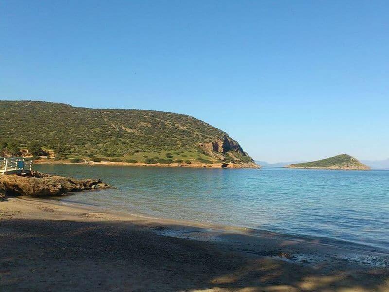 Προσοχή! Εκκενώθηκε παραλία της Αττικής – Κίνδυνος για τους λουόμενους