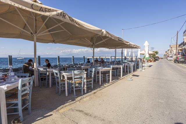 Parthenon εστιατόριο, Κορώνη