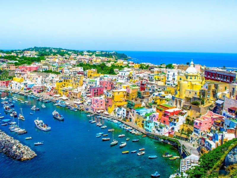 Οι πιο πολύχρωμες πόλεις της Ευρώπης – ανάμεσά τους και 2 ελληνικές!