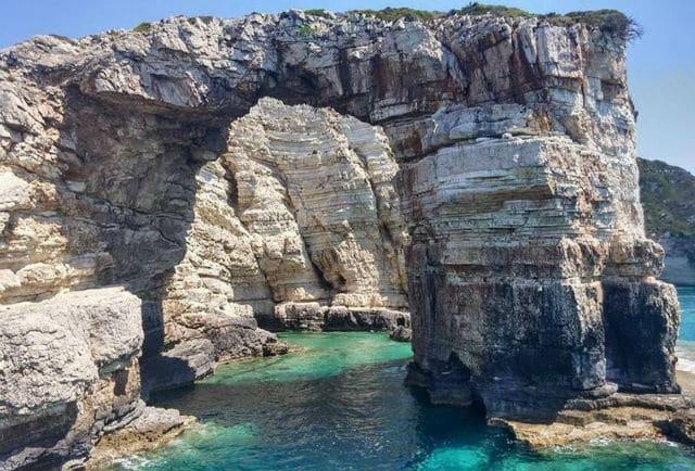 Σπηλιές Παξών