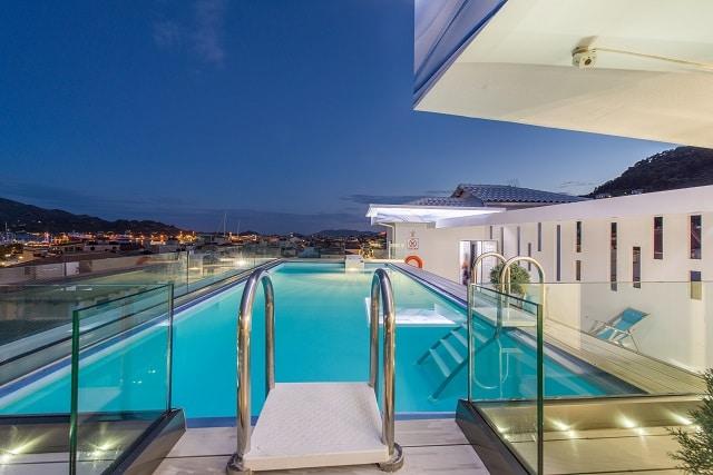 ξενοδοχείο rosto rooftop pool bar στη Ζάκυνθο