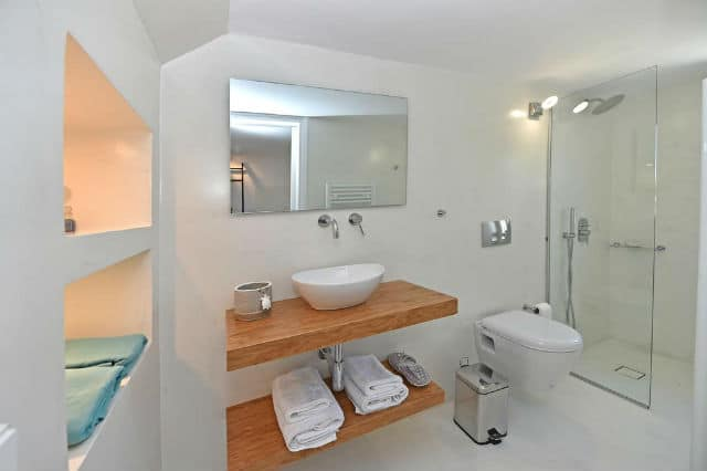 Tinos Blend Suites μπάνιο
