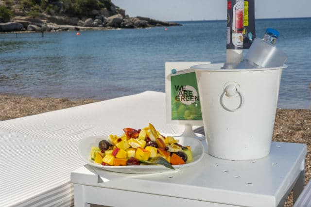 Godai beach bar - παραλία