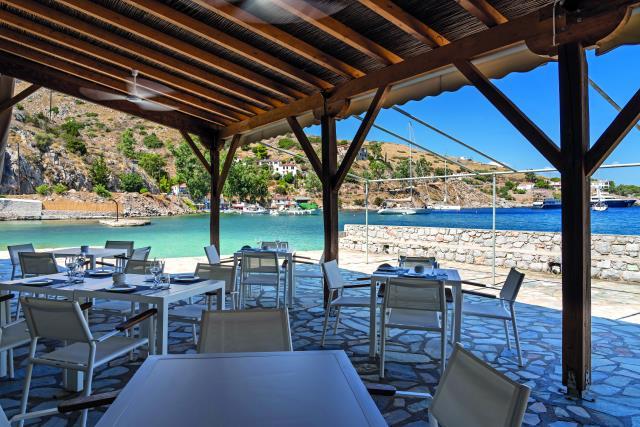 Mandraki beach resort - φαγητό στην Ύδρα