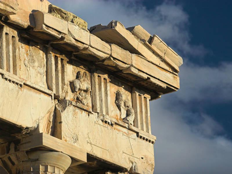 Είναι γεγονός! Η Μετόπη του Παρθενώνα επιστρέφει από το Λούβρο στην Αθήνα