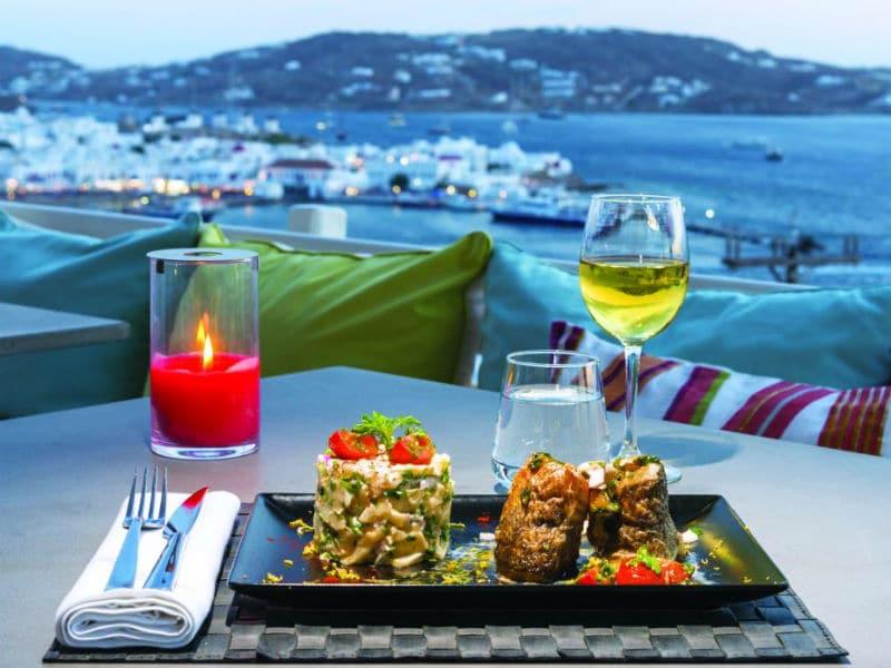 Oniro: Το restaurant bar της Μυκόνου με θέα ένα Onirεµένο… σκηνικό!