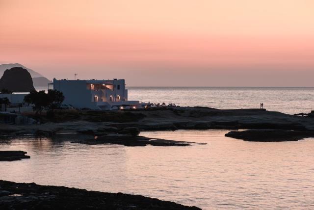 Tania Milos, ξενοδοχείο Μήλος - ηλιοβασίλεμα