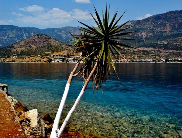 Τριζόνια: Το μοναδικό κατοικημένο νησί του Κορινθιακού που δεν κατάφερε ποτέ να αποκτήσει ο Ωνάσης!