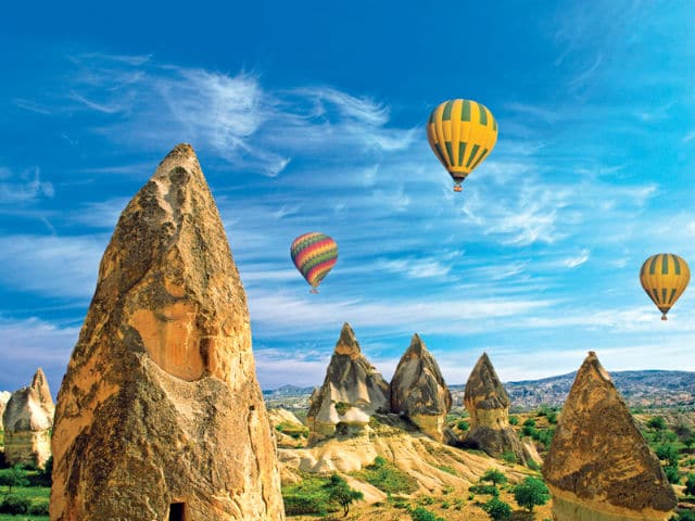 Καππαδοκία - βράχια και αερόστατα