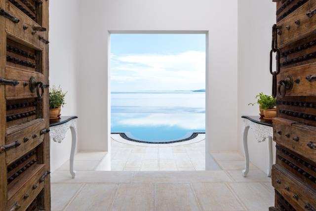Grand Marine Corfu πισίνα με θέα