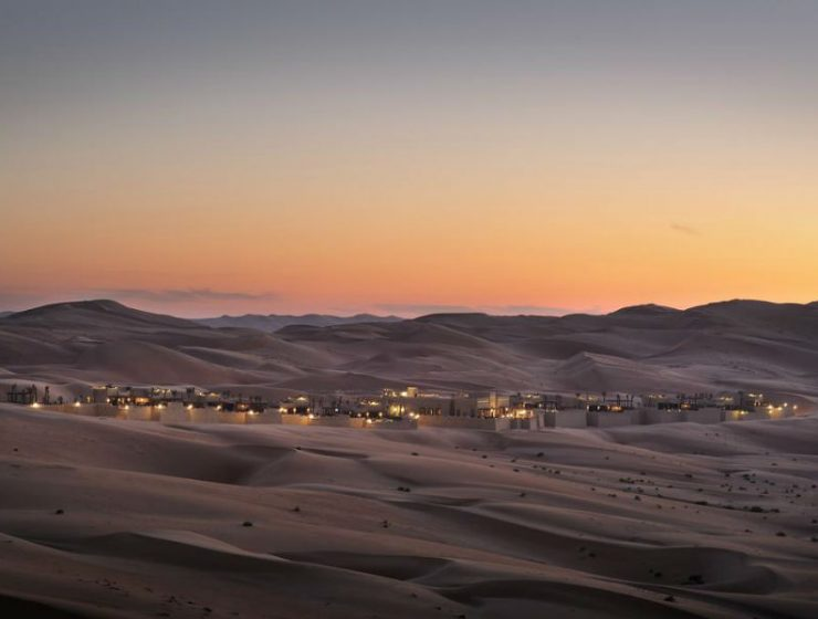 Ένα εντυπωσιακό 5άστερο ξενοδοχείο στη μέση της ερήμου που μοιάζει με... οφθαλμαπάτη!