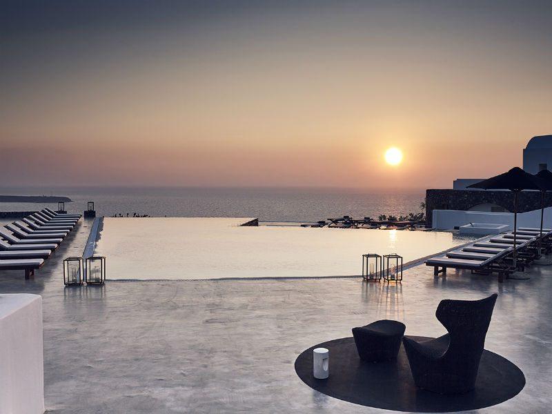 Σαντορίνη: Δύο από τα καλύτερα μπαρ του κόσμου δημιουργούν cocktails εμπνευσμένα από το μαγευτικό ηλιοβασίλεμα