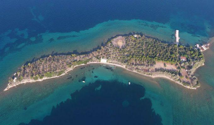Το περίεργο ελληνικό νησί που ήθελαν να αγοράσουν οι Beatles
