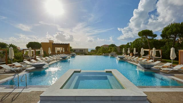 Costa Navarino πισίνα