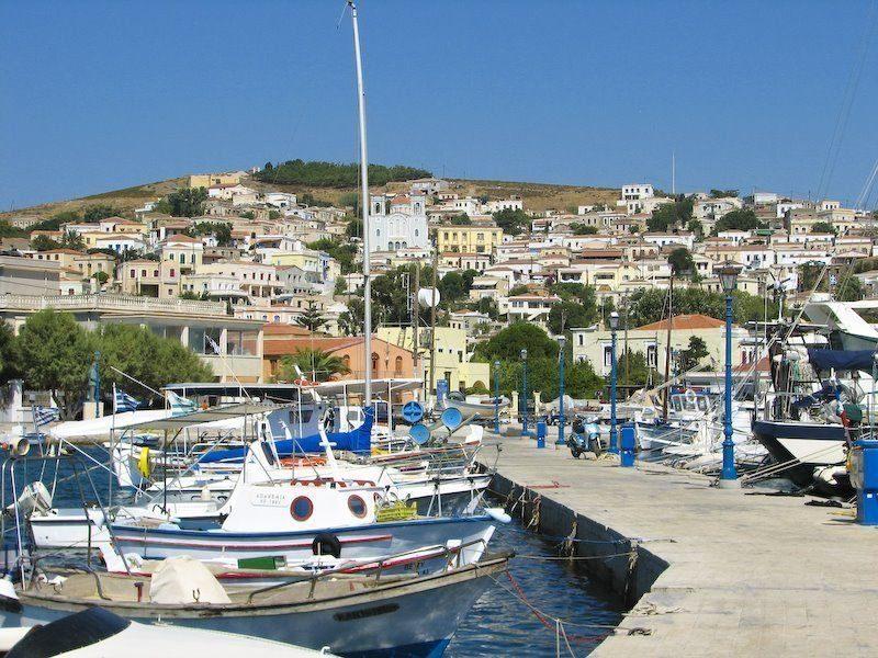 Το ελληνικό νησί των εφοπλιστών
