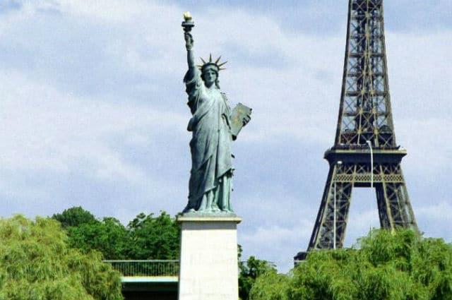 Άγαλμα της Ελευθερίας αντίγραφο, Παρίσι