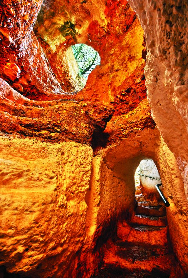 Σπήλαιο Φράγχθι, Πόρτο Χέλι