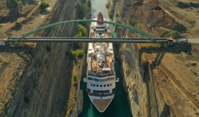 Δείτε το μεγαλύτερο κρουαζιερόπλοιο που πέρασε ποτέ τον Ισθμό της Κορίνθου!