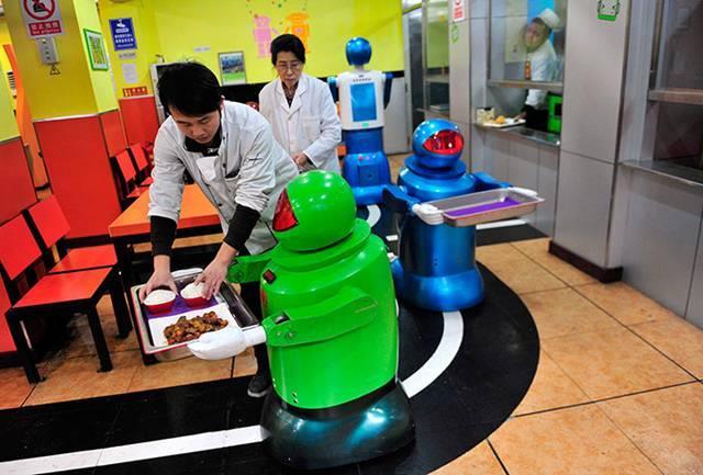 Εστιατόριο με ρομπότ