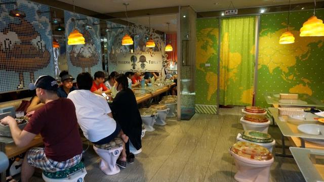 Εστιατόριο με θέμα την τουαλέτα