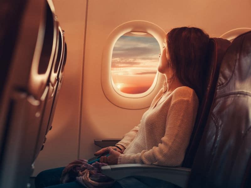 Διαλέγετε πάντα τη θέση δίπλα στο παράθυρο στο ταξίδι σας με αεροπλάνο;