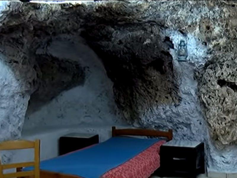 Airbnb: Διαμονή σε σπηλιές... λεπρών στην Κρήτη