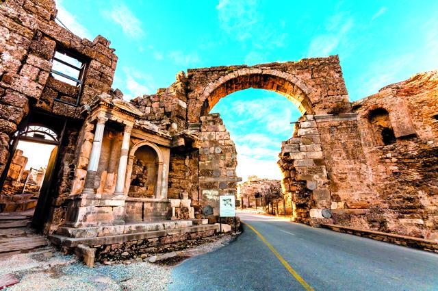 Αττάλεια - Αρχαία Τείχη