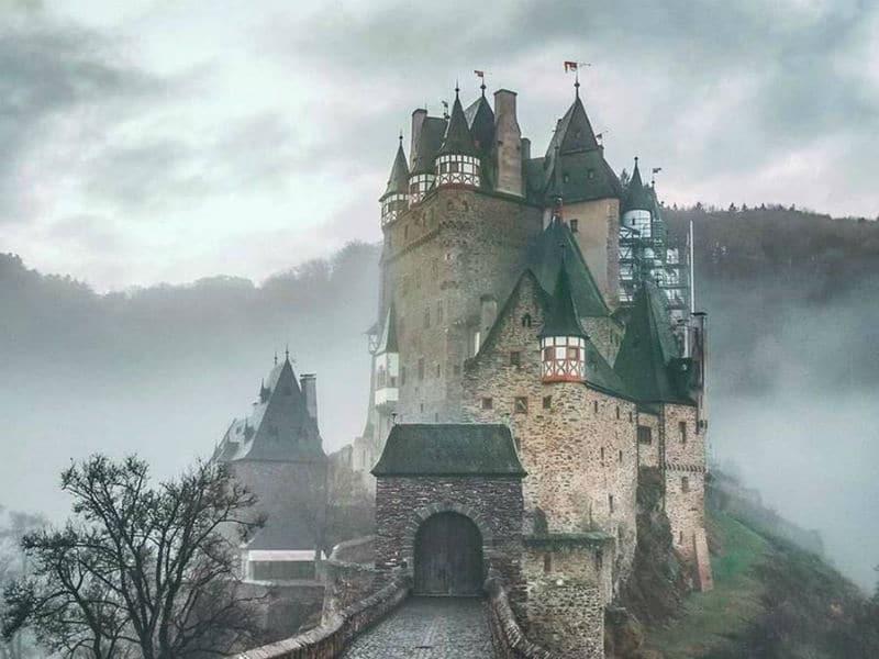 Δεν άλλαξε χέρια ποτέ! Το επιβλητικό κάστρο Ελτζ της Γερμανίας!