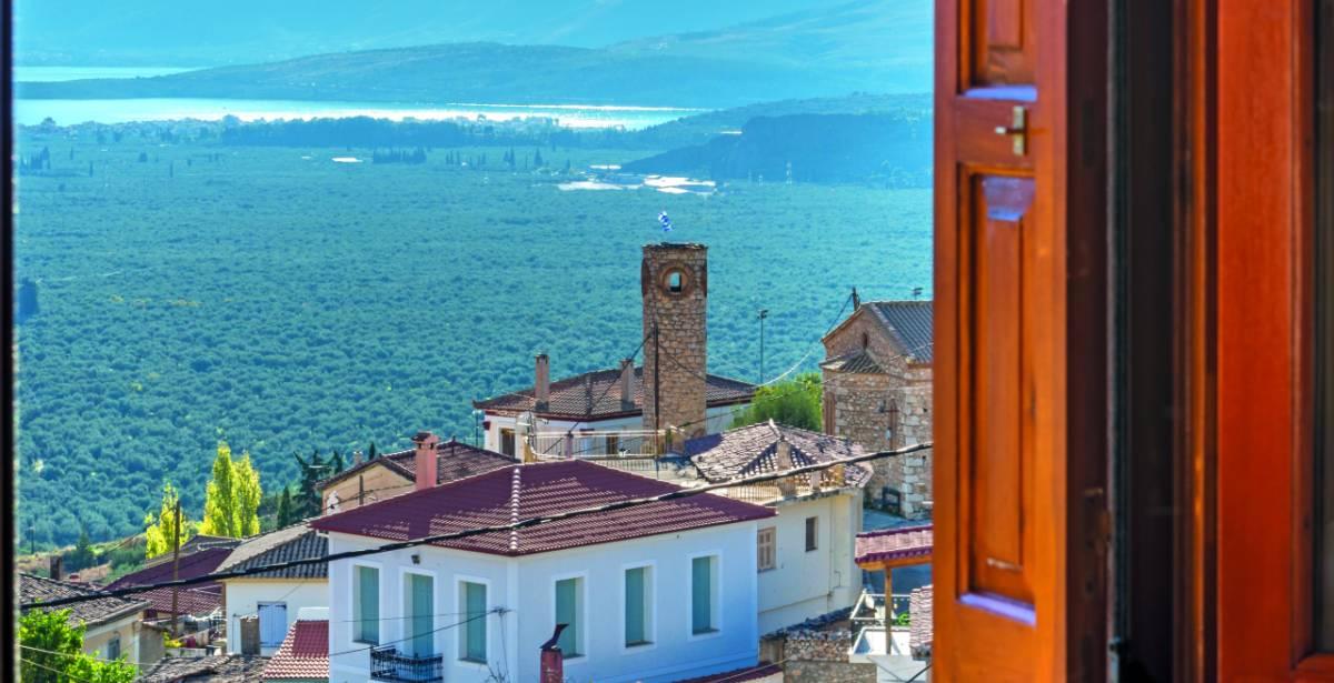 Χρισσό: Ένα υπέροχο χωριό, «φωλιασμένο» στους πρόποδες του Παρνασσού, µε το βλέμμα του στραμμένο στη θάλασσα!