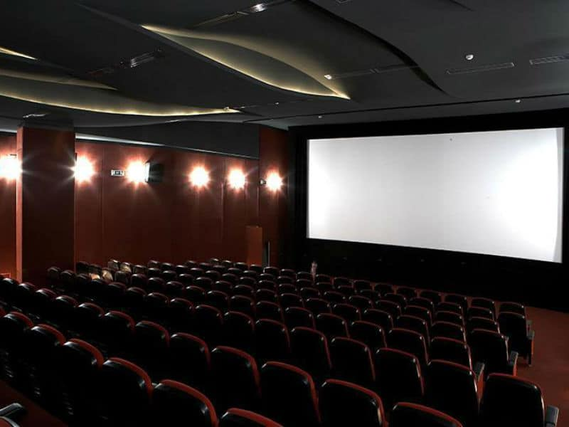 Αν νομίζετε ότι πληρώνετε πολλά για το εισιτήριο κινηματογράφου, δεν φαντάζεστε πόσο πληρώνουν στην Ελβετία!