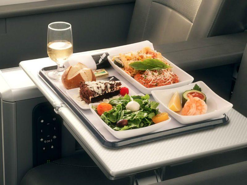 Έρχονται αλλαγές στα ταξίδια με αεροπλάνο! Πως θα είναι τα γεύματα στο μέλλον;