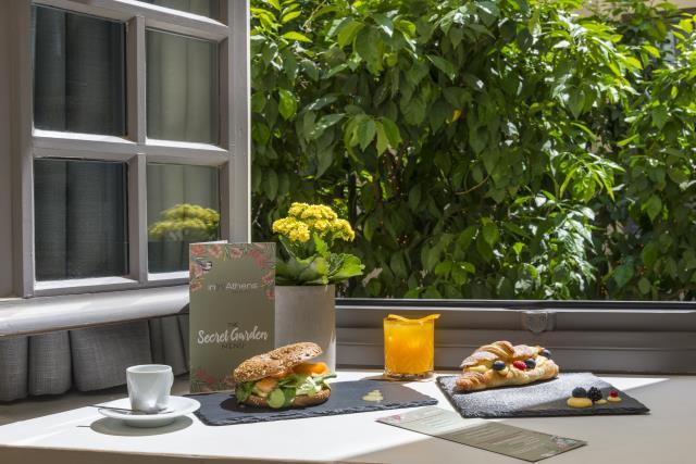 Inn Athens πρωινό στον κήπο