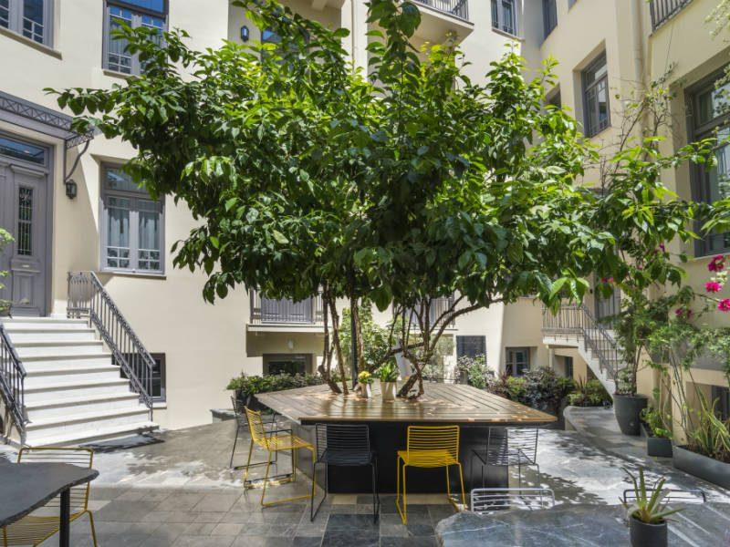 in[n]Athens: Το ξενοδοχείο στην καρδιά της Αθήνας με τον σκεπαστό κρεμαστό κήπο! Μια όαση μες στην πόλη!