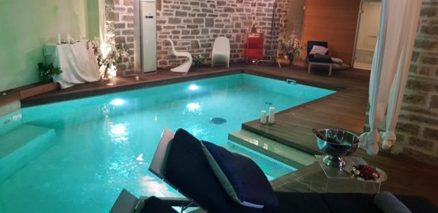 Mikro Papigo πισίνα