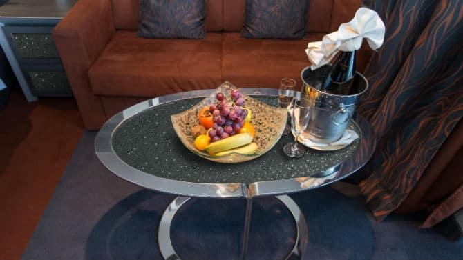 Τραπέζι με κρυστάλλους Swarovski