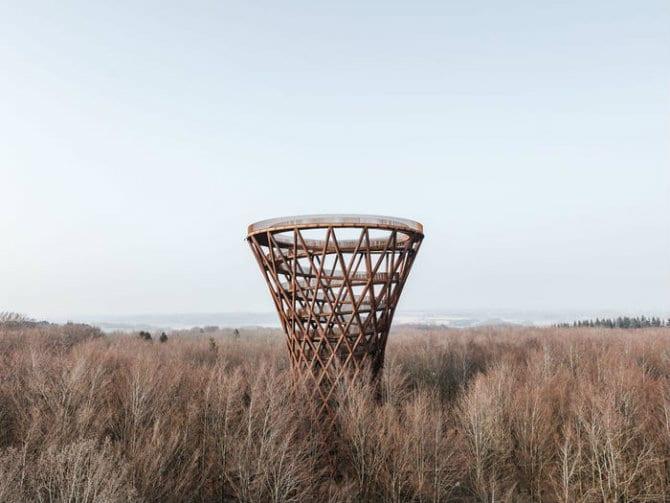 Forest Tower: Ο πύργος που μοιάζει με κλεψύδρα!