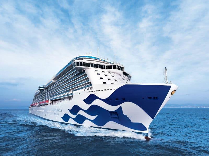 Στον Πειραιά το νεότερο κρουαζιερόπλοιο στον κόσμο!