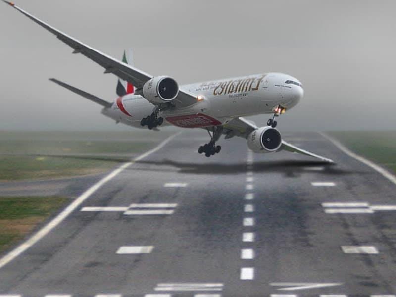 """""""Κινηματογραφική"""" προσγείωση αεροπλάνου με το φτερό! (video)"""