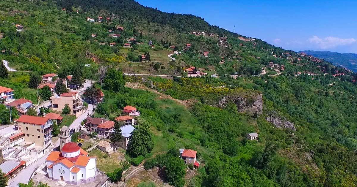Τρίκαλα Κορινθίας χωριό μέσα στο πράσινο