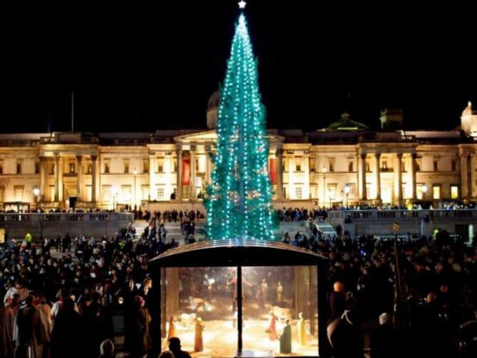 Τι να κάνετε στο Λονδίνο που «ντύθηκε» εντυπωσιακά για τα Χριστούγεννα!