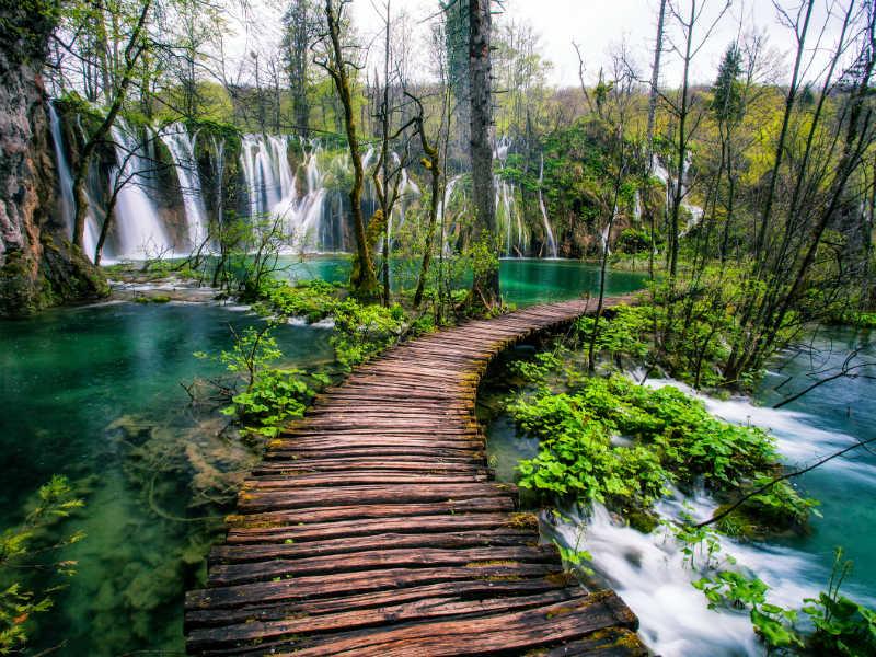 Οι «μαγικές» εικόνες από τα φυσικά τοπία σε Σλοβενία και Κροατία! (video)