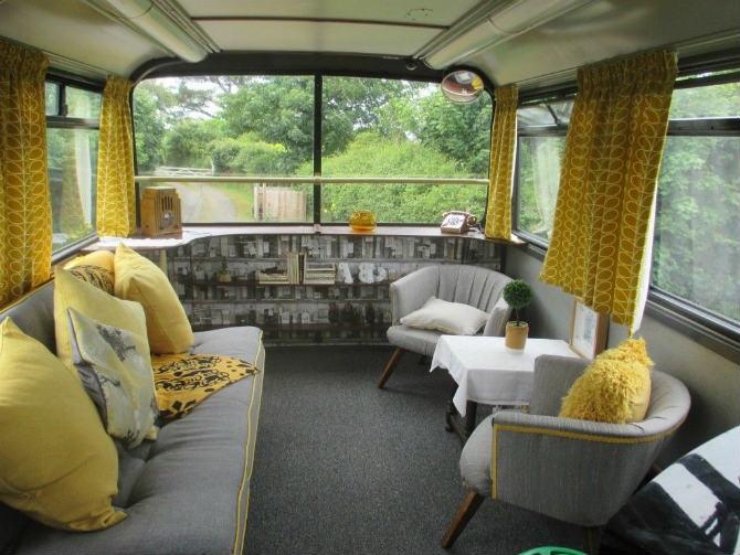 Ένα διώροφο λεωφορείο στην Αγγλία μετατράπηκε σε ξενοδοχείο!