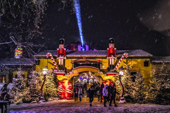 Οι δύο πιο εντυπωσιακές Χριστουγεννιάτικες «χώρες» στην Ελλάδα!