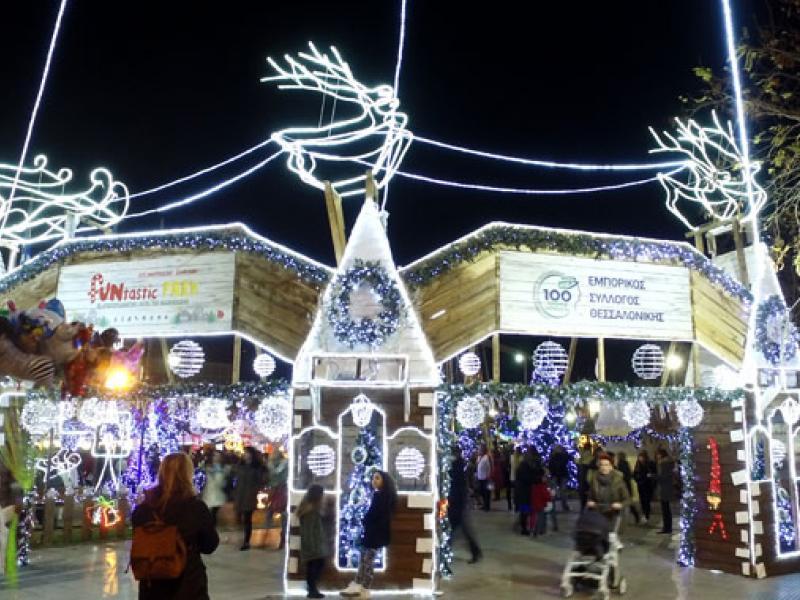 Όλα έτοιμα για να «λάμψει» το Χριστουγεννιάτικο χωριό στην Θεσσαλονίκη! (video)