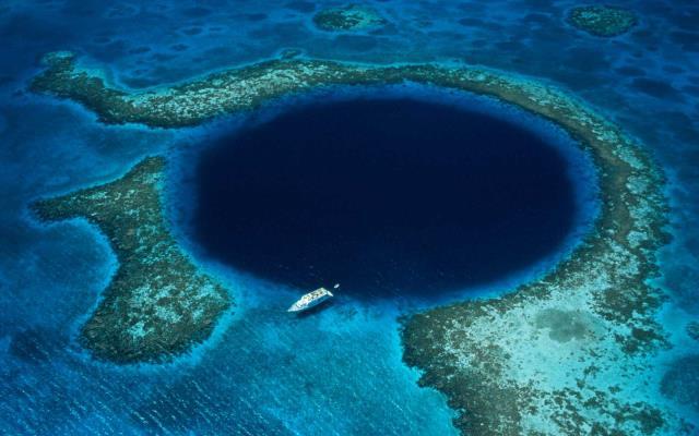 Μπλε Τρύπα (The Blue Hole), Μπελίζ