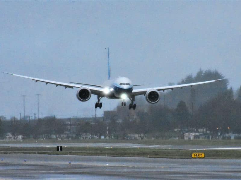 Πραγματοποίησε το παρθενικό του ταξίδι το νέο Boeing 777X… ο «γίγαντας» των αιθέρων! (video)