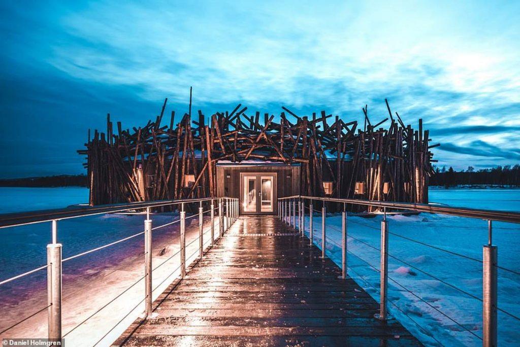 Arctic Bath - πλωτό ξενοδοχείο