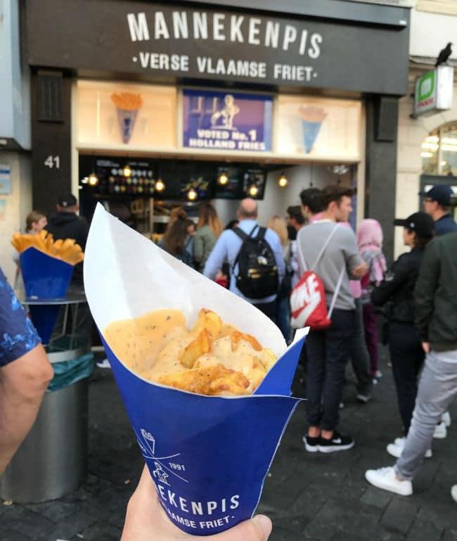 Manneken Pis - τηγανιτές πατάτες Άμστερνταμ