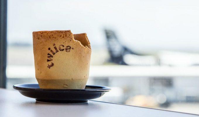 Αεροπορική εταιρεία καινοτομεί με τις κούπες καφέ που τρώγονται!